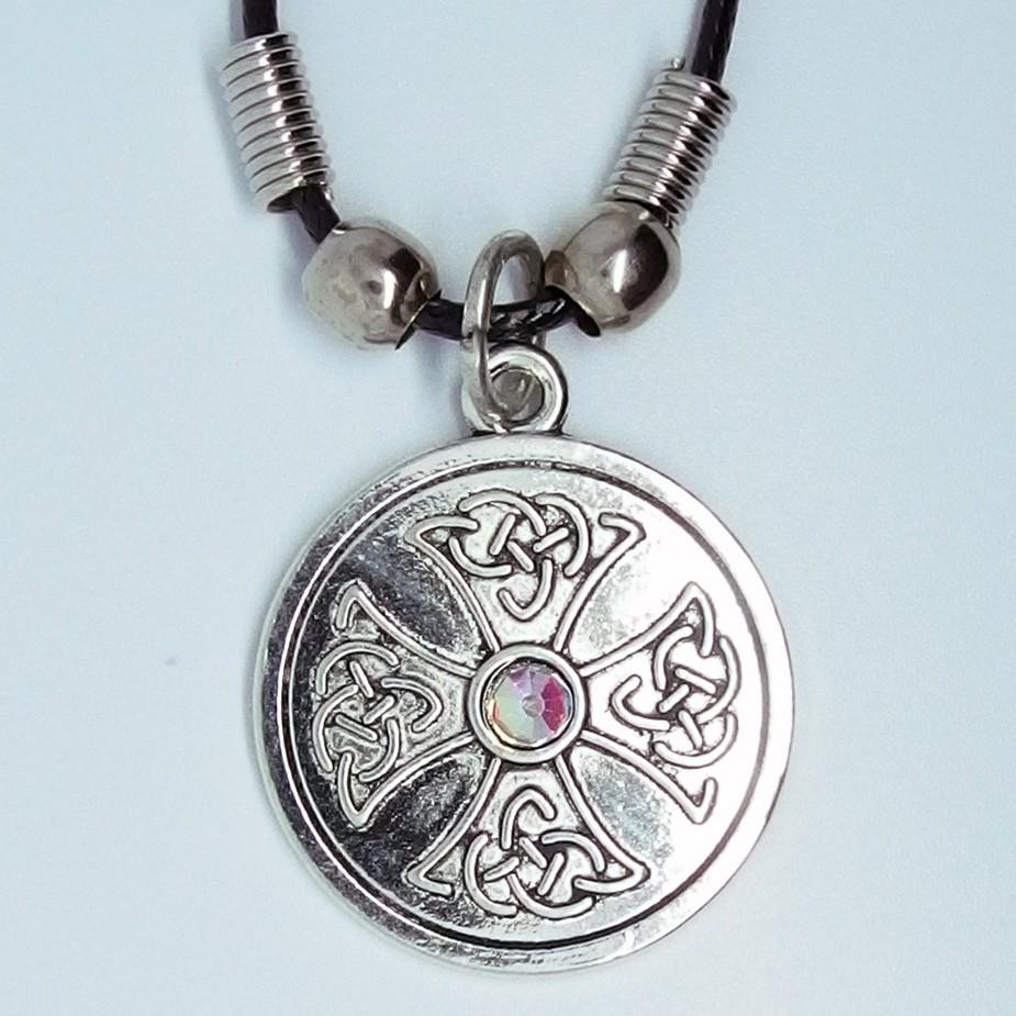 MK113 - Ketten keltisches Kreuz mit Stein