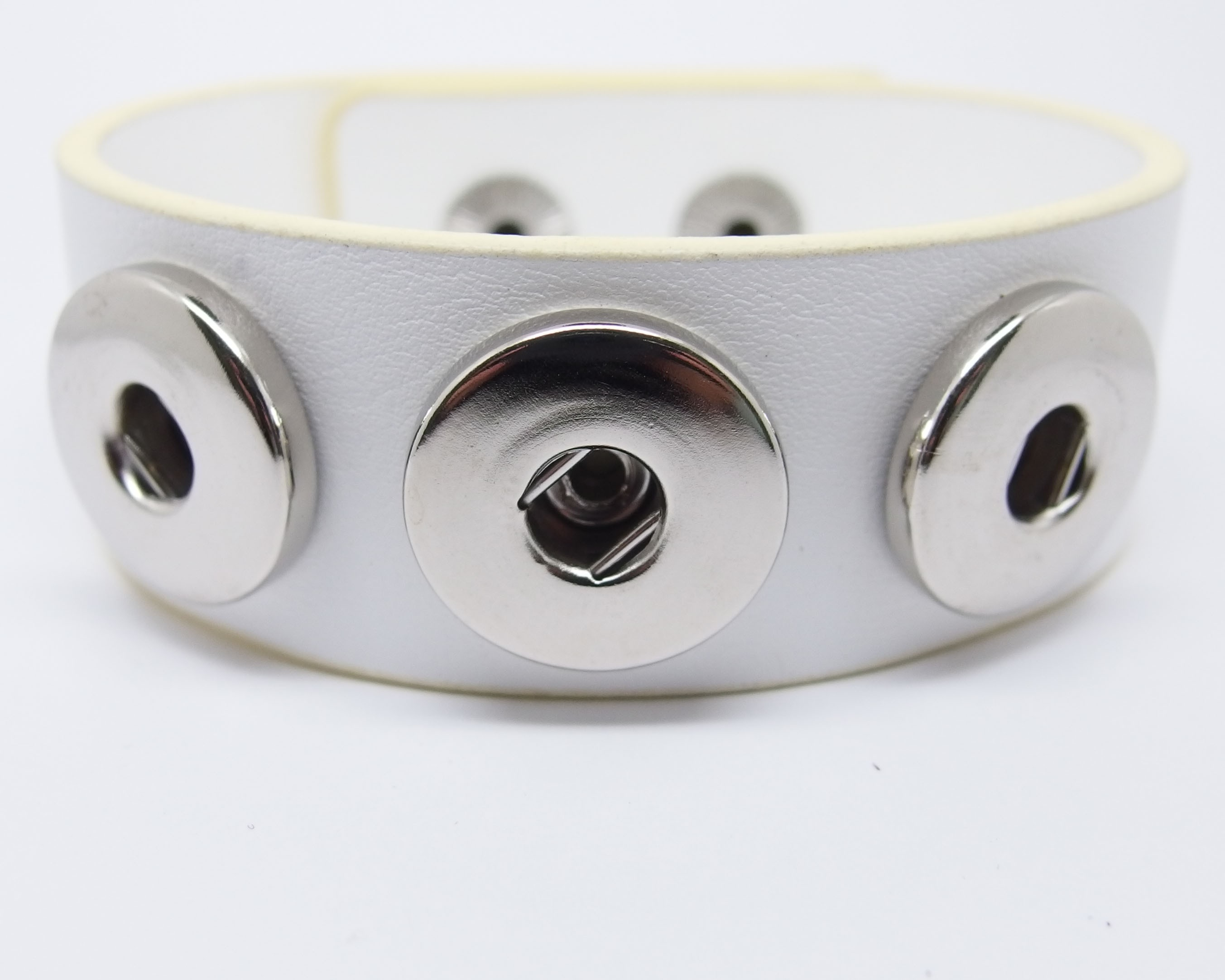 CHA004w - Armbänder für Schmuck Druckknöpfe Kunstleder 24cm weiss