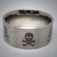 STR037 Ringe aus Edelstahl Totenkopf Laser schwarz