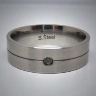 STR051 Ringe aus Edelstahl matt m. graviertem Mittelstreifen u. 1 Stein