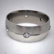 STR069 Ringe aus Edelstahl  gestreift m. 7 Steinen