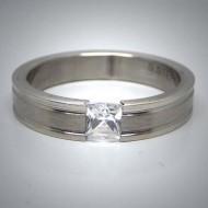 STR071 Ringe aus Edelstahl  gestreift mit 1 viereckigem Stein