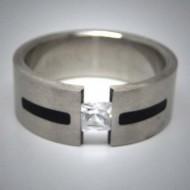 STR073 Ringe aus Edelstahl durchbrochen m. 1 viereckigem Stein u. schwarzen streifen