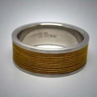 STR076 Ringe aus Edelstahl m. gold gelbem Edelstahlseil umwickelt