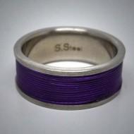 STR079 Ringe aus Edelstahl m. violettem Edelstahlseil umwickelt