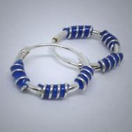 CR023 Creolen aus Silber 3 Spiralen in blau