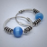 CR032  Creolen aus Silber mit Spirale u. cateye Perle hellblau