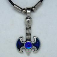MK063 Ketten Doppelaxt blau mit Stein