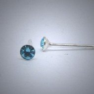 OS134 Ohrstecker aus Silber Stein hell blau mini